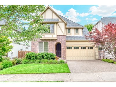 West Linn Single Family Home For Sale: 1066 Meek Way