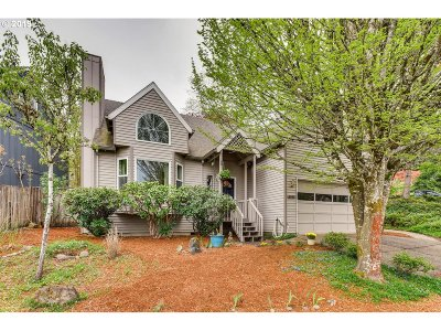 Portland Single Family Home For Sale: 8980 SW 73rd Pl