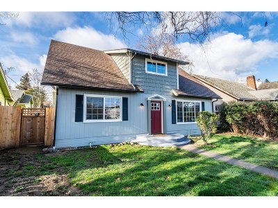 Medford Single Family Home For Sale: 320 S Ivy St