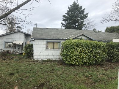 Portland Single Family Home For Sale: 7609 SE Johnson Creek Blvd