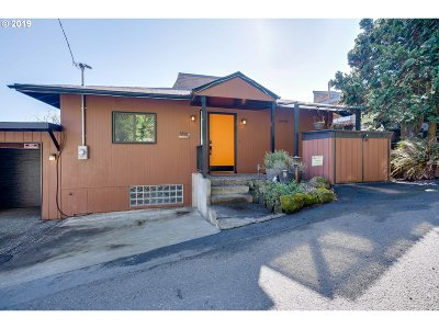 Multnomah County Single Family Home For Sale: 6920 SW 2nd Ave