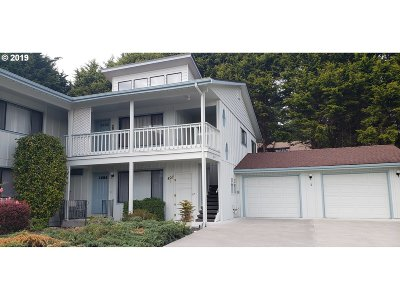 Brookings Condo/Townhouse For Sale: 827 Brookhaven Dr #D