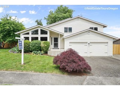 Gresham Single Family Home For Sale: 3233 SW 28th Ct