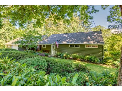 Milwaukie Single Family Home For Sale: 7333 SE Strawberry Ln