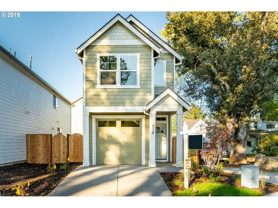 Newberg Single Family Home For Sale: 515 S Wynooski St