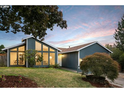 Happy Valley Single Family Home Pending: 12012 SE Timber Valley Dr