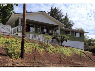 Roseburg Single Family Home For Sale: 1123 SE Hawthorne Dr