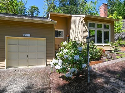 Eugene Single Family Home For Sale: 591 Lochmoor Pl