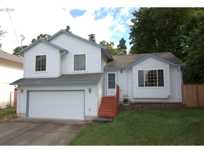 Milwaukie Single Family Home For Sale: 16616 SE Harold Ave
