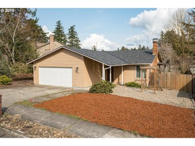 Portland Single Family Home For Sale: 228 NE 170th Ave