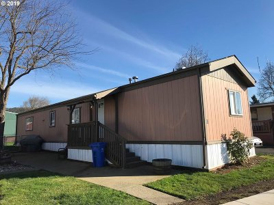 Roseburg Single Family Home For Sale: 12 Manor Loop