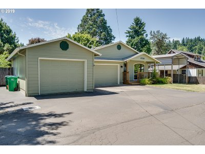 Single Family Home For Sale: 6730 SE Clackamas Rd