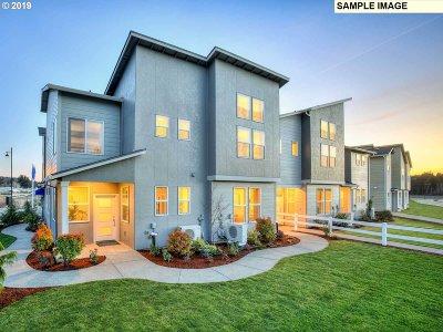 Hillsboro Single Family Home For Sale: 8040 SE Butternut Creek Pkwy #Lot76