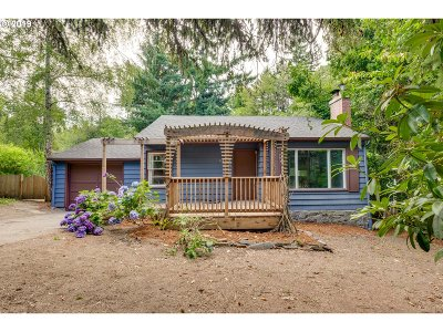 Portland Single Family Home For Sale: 9420 SW 8th Ave