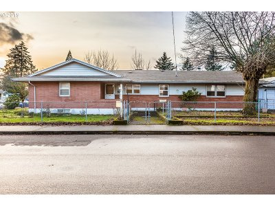 Multnomah County Single Family Home For Sale: 5841 SE 65th Ave