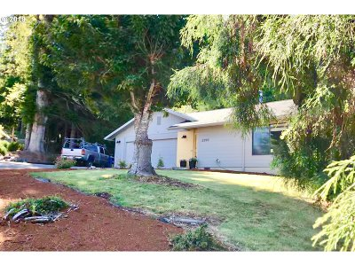 Coquille Single Family Home For Sale: 2399 Western Dr