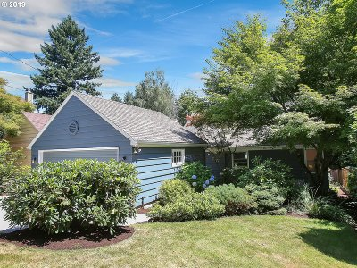 Portland Single Family Home For Sale: 7134 SW 2nd Ave