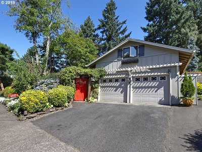 Lake Oswego Single Family Home For Sale: 13660 Shireva Dr