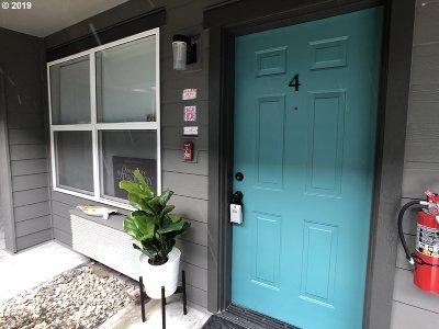 Condo/Townhouse For Sale: 10345 NE Clackamas St #4