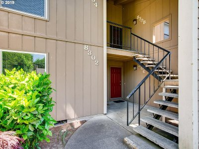 Tualatin Condo/Townhouse For Sale: 8308 SW Mohawk St