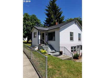Myrtle Creek Single Family Home For Sale: 431 NE First Ave