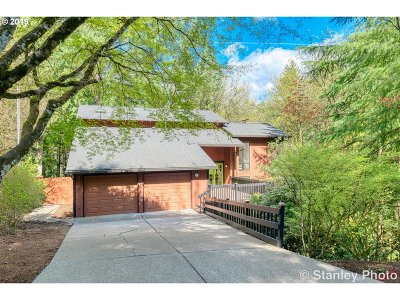 Portland Single Family Home For Sale: 2205 SW Scenic Dr