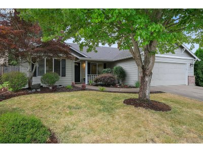 Woodburn Single Family Home For Sale: 1241 Independence Ave