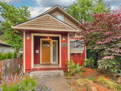 Portland Single Family Home For Sale: 6416 SE 96th Ave