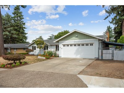 Portland Single Family Home For Sale: 636 SE 156th Ave