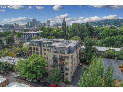 Portland Condo/Townhouse For Sale: 1930 NW Irving St #404