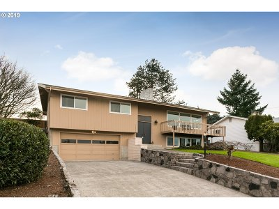 Portland Single Family Home For Sale: 12320 NE Rose Pkwy