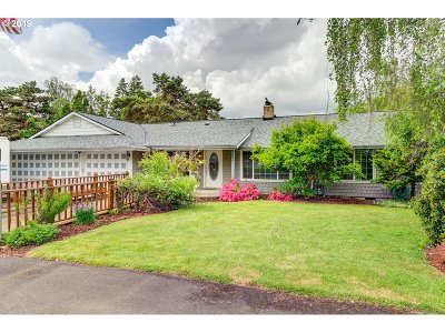 Milwaukie Single Family Home For Sale: 4106 SE View Acres Rd
