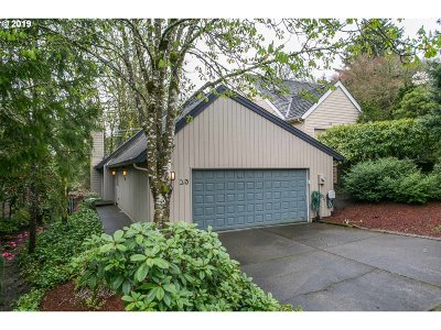 Lake Oswego Single Family Home For Sale: 23 Mountain Cir