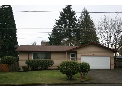 Milwaukie Single Family Home For Sale: 6828 SE Cavalier St