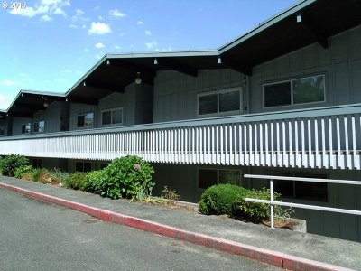 Coos Bay Condo/Townhouse For Sale: 290 N 3rd Ct #6