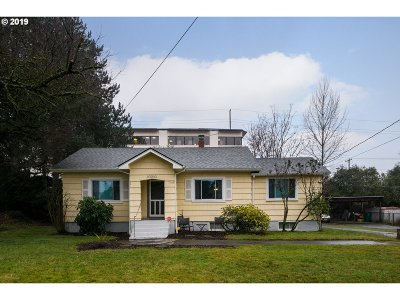 Single Family Home For Sale: 10010 SE Caruthers St