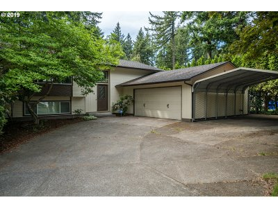 Portland Single Family Home For Sale: 3229 SE 156th Ave