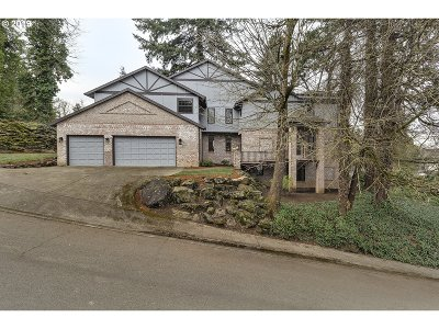 Milwaukie Single Family Home For Sale: 1695 SE McBrod Ave