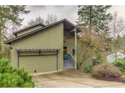 Lake Oswego Single Family Home For Sale: 8 Walking Woods Dr