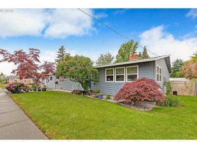 Gresham Single Family Home For Sale: 811 SE 5th St