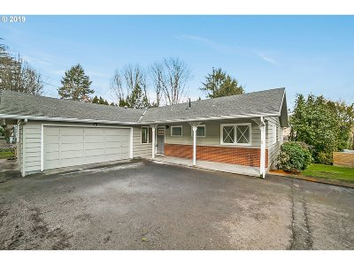 Milwaukie Single Family Home For Sale: 12629 SE Oatfield Rd