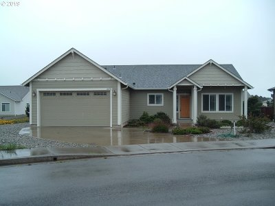 Bandon Single Family Home For Sale: 2678 Cedar Loop Dr