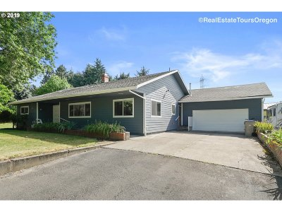 Tigard Single Family Home For Sale: 13985 SW River Ln