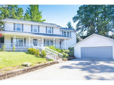 Springfield Single Family Home For Sale: 524 Cascade Dr
