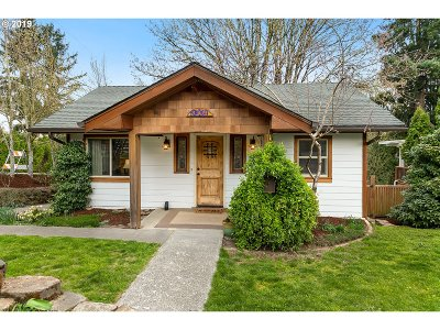 Single Family Home Bumpable Buyer: 3305 SE Sellwood St