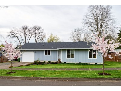 Newberg Single Family Home For Sale: 512 Cambridge Dr
