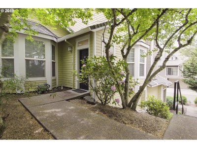 West Linn Condo/Townhouse For Sale: 604 Springtree Ln