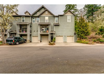 West Linn Condo/Townhouse For Sale: 860 Springtree Ln