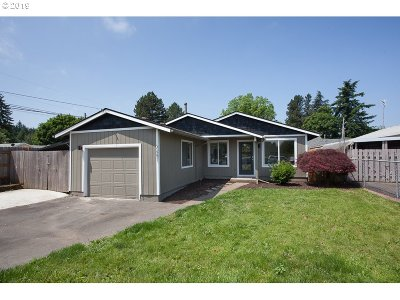 Portland Single Family Home For Sale: 2651 SE 103rd Ave