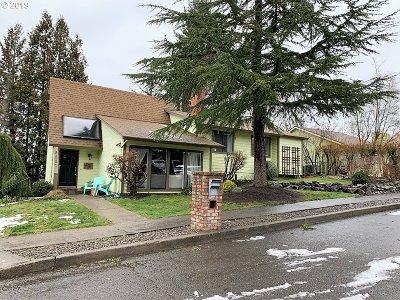Gresham Single Family Home For Sale: 2881 NE 6th St
